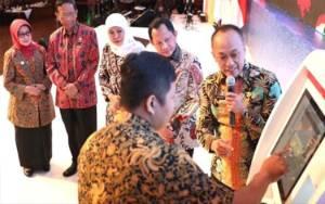 Jatim Jadi Provinsi Percontohan Cetak Dokumen Kependudukan Tak Sampai 3 Menit