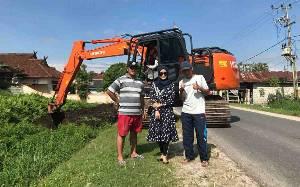 Warga Kelurahan Menteng Gotong Royong Bersihkan Drainase