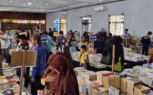Masyarakat Sukamara Diharapkan Manfaatkan Bazar Buku Murah