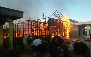 Rumah Warga Desa Pujon Terbakar