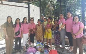 Komunitas Ibu Muda Gunung Mas Berikan Bantuan kepada Korban Kebakaran di Desa Dahian Tambuk