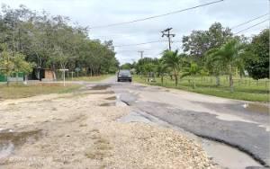 Ruas Jalan Rusak Dalam Kota Kuala Kurun Tergenang Air