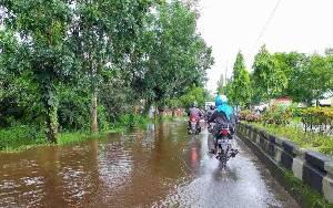 Banjir Genangi Jalan HM Arsyad Sampit, Lalu Lintas Terganggu