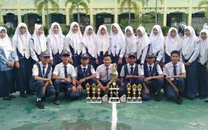 MTsN 1 Kapuas Juara Umum Lomba Palang Merah Remaja di SMKN 2