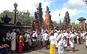 Umat Hindu Palangka Raya Sambut Hari Kuningan dan Galungan