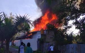Kebakaran Hanguskan Salon Kecantikan dan Ruko Sembako Dekat Stadion Sampuraga