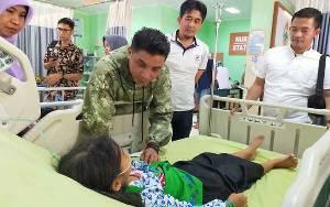 Bupati Kotim Jenguk Korban Keracunan Massal