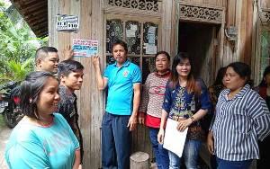 Sekdes Pastikan Semua Warga Miskin di Desa Jaweten Terima Bansos