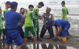 Satpolair Polres Kobar Inisiasi Penanaman Mangrove di Pesisir Pantai Sungai Bakau