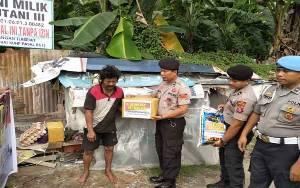 Anggota Polsek KPM Berikan Bantuan kepada Fakir Miskin di Sampit
