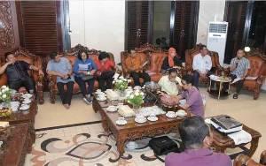 Wali Kota Palangka Raya Pimpin Rapat LPPD di Rumah Jabatan