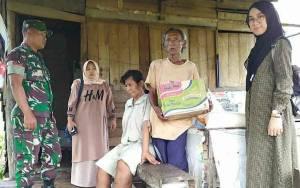 Babinsa Dampingi Baznas Palangka Raya Serahkan Paket Sembako kepada Kaum Dhuafa