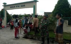 Sambut Haul Kyai Gede, Masyarakat Kolam Gelar Bersih-bersih