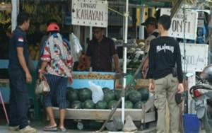 Satpol PP Palangka Raya Kembali Tertibkan PKL di Depan Pasar Kahayan