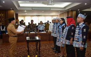 Gubernur Lantik Anggota Komisi Informasi Provinsi Kalteng