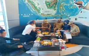Nadalsyah Berencana Lebarkan Jalan Menuju Bandara Haji Muhammad Sidik