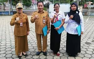 Disdukcapil Kapuas Beri Penghargaan Pegawai Pelayanan Publik Terbaik Untuk Motivasi Kinerja