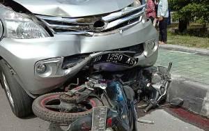Berkendara Sambil Main HP, Mahasiswa Ini Retak Tulang Karena Kecelakaan