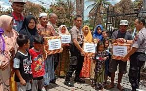 Polres Kapuas Salurkan Bantuan Sosial Kepada Korban Kebakaran di Pulau Petak