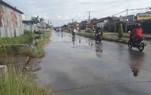 Jalan Temanggung Tilung Digenangi Air Setelah Diguyur Hujan