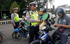 Anggota Satlantas Polres Kapuas Jaring 51 Pelanggar Lalu Lintas