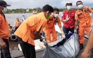 Lelaki Tak Dikenal Ditemukan Tewas Mengapung di Sungai Arut Desa Tanjung Putri