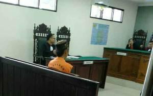 Remaja Putra Bela Kakak Angkatnya Dalam Sidang Kasus Sabu