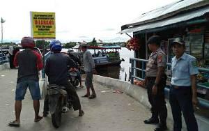 Polsek Kapuas Barat Imbau Pengguna dan Pemilik Feri Penyeberangan Utamakan Keselamatan
