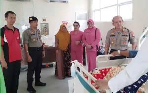 Kapolres Murung Raya Besuk Anggota yang Terbaring Skait di RSUD Puruk Cahu