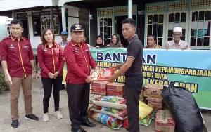 Camat Murung Wakili IKAPTK Murung Raya Serahkan Bantuan Korban Kebakaran