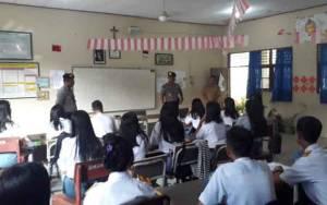 Satbinmas Polres Gunung Mas Sambangi Sekolah Sosialisasi Cegah Kenakalan Remaja