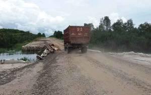 Angkutan Bertonase Berat Picu Kerusakan Jembatan ?Sungai Kelua