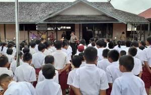 Polsek Kapuas Tengah Aktif Sambangi Sekolah Berikan Arahan kepada Pelajar