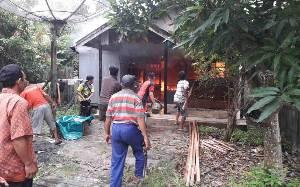 Kebakaran Hanguskan 1 Rumah di Samuda