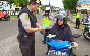 Polres Seruyan Bagikan Masker Gratis di Kuala Pembuang