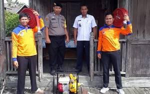 Pastikan Peralatan Siap, Bripka Japar Cek Kesiapan Posko Karhutla Kelurahan Mendawai Seberang