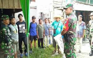 Danramil 1016-01 Pahandut Bersama Kelompok Sadar Wisata Kerja Bakti Bersihkan Kawasan Wisata Kereng Bangkirai