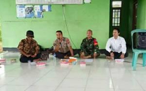 Anggota Polsek Kapuas Murung Sampaikan Pesan Kamtibmas di Desa Palingkau Jaya