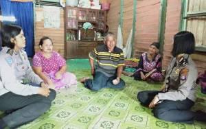 Polwan Polres Kapuas Beri Imbauan Kamtibmas Jelang Pilkada
