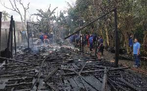 Tiga Rumah di Kompleks Masjid Muhajirin Kuala Pembuang Terbakar
