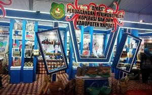 Pemkab Kapuas Raih Penghargaan Stan Terbaik II di Kalteng Trade Expo 2020