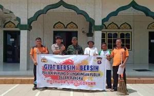 Polsek Murung Gotong Rotong Ciptakan Lingkungan Bersih Guna Cegah Penyebaran Isu Virus Corona