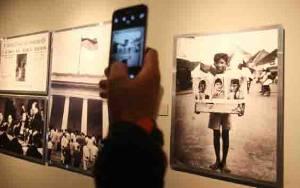 Tips Foto Gunakan Kamera Ponsel Ala Darwis Triadi