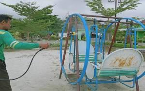 Disperkimtan Palangka Raya Rutin Bersihkan Fasilitas Taman Cegah Virus Corona