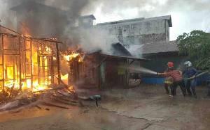 Kebakaran Hanguskan 1 Rumah Warga di Kuala Pembuang
