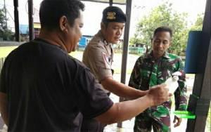 TNI - Polri Sinergi Sosialisasikan Pencegahan Virus Covid-19 di Mantangai