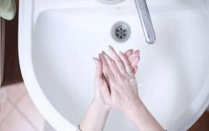 Sering Pakai Hand Sanitizer Bikin Kulit Jadi Eksim, Ini Cara Mengatasinya