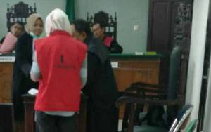 Ibu Tiga Anak Terancam 2 Tahun 8 Bulan Penjara di Kasus Penggelapan
