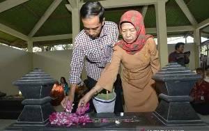 Ibunda Berpulang, Presiden Jokowi Sudah Tiba di Solo