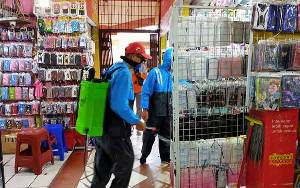 Pasar Resmi di Sampit Disemprot Disinfektan 2 Kali Dalam Sepekan